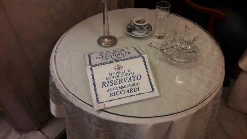 Il tavolino del commissario