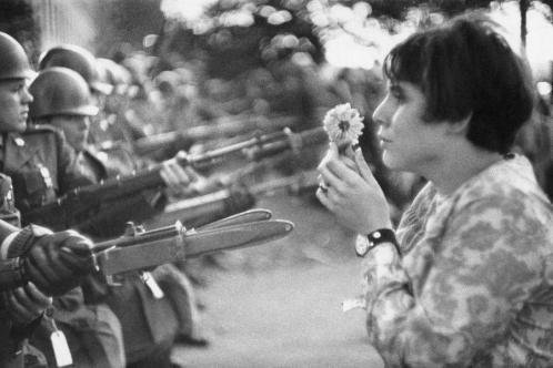 La fille a la fleur